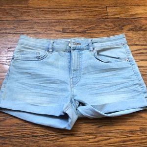 H&M denim shorts. Size 6. Excellent condition